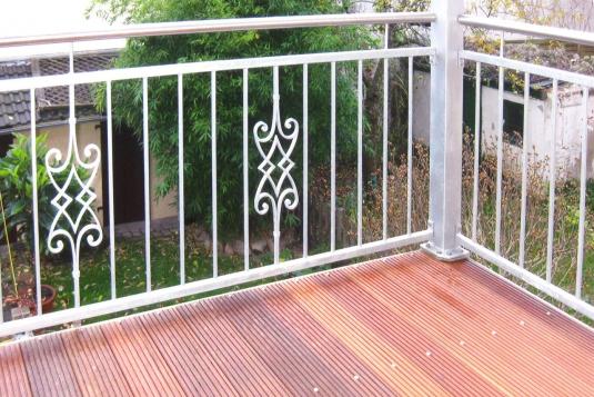 verzinktes gel nder mit schmiedeeisernem ornament ronald meyer metallbau stahlbau. Black Bedroom Furniture Sets. Home Design Ideas