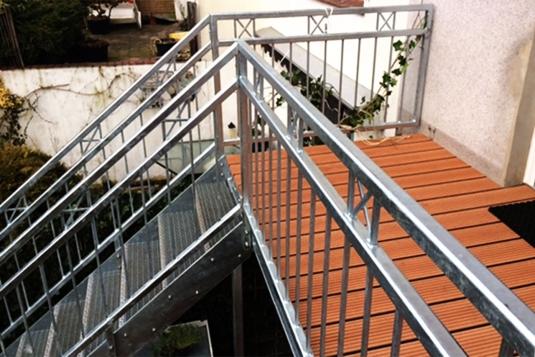 verzinkter balkonbau mit treppe ronald meyer metallbau stahlbau. Black Bedroom Furniture Sets. Home Design Ideas