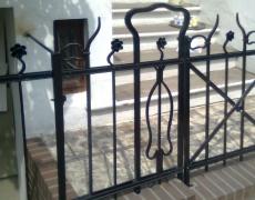 Restauriertes schmiedeeisernes Geländer