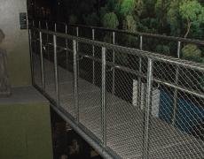 Brücke aus Edelstahl