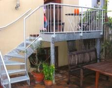 Verzinkte ¼-gewendelte Gartentreppe