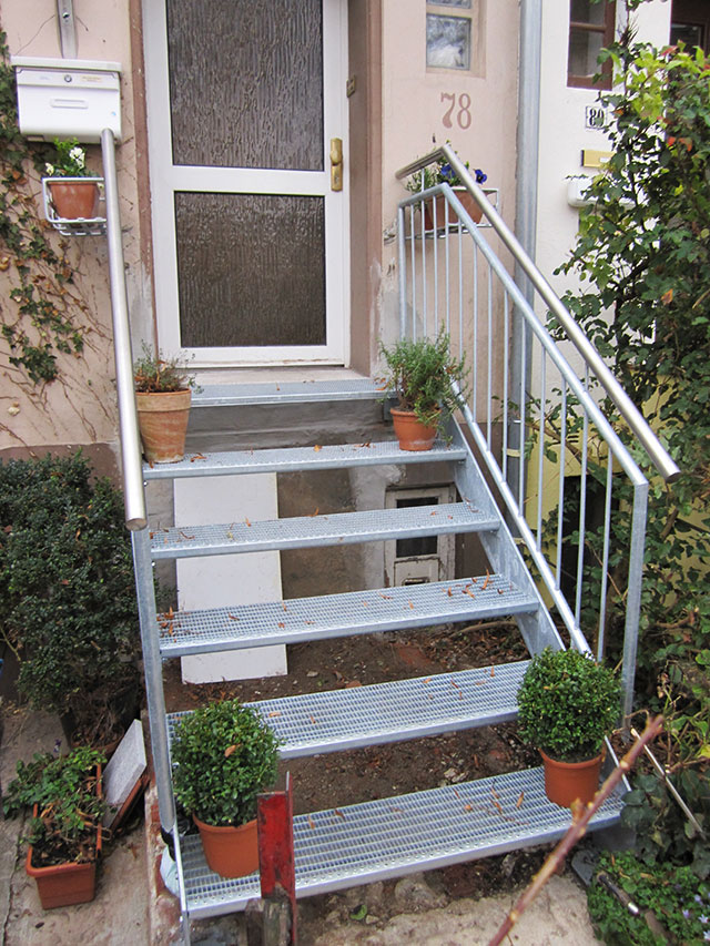 verzinkte hauseingangstreppe ronald meyer metallbau stahlbau. Black Bedroom Furniture Sets. Home Design Ideas