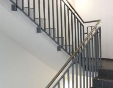 Lackiertes Treppengeländer