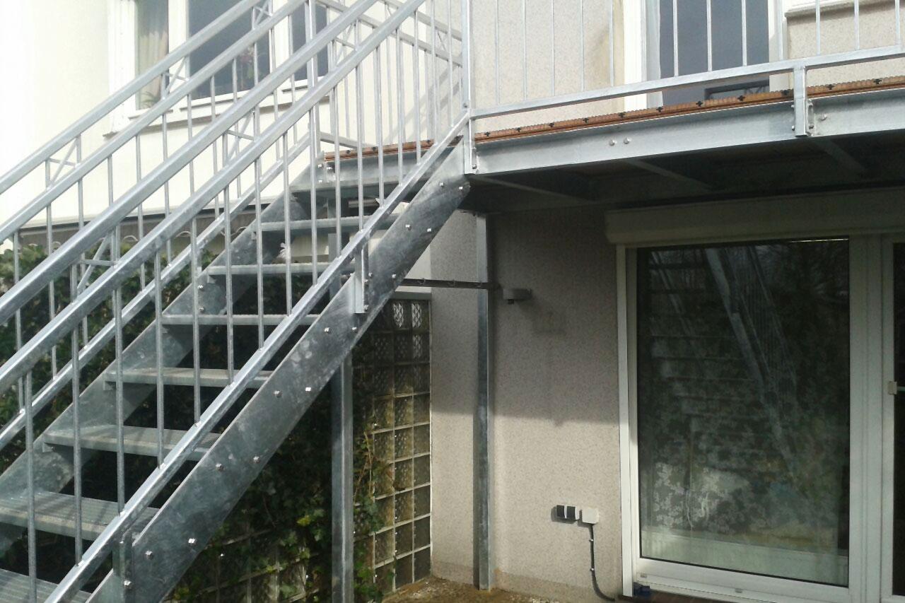balkonpodest mit treppe ronald meyer metallbau stahlbau. Black Bedroom Furniture Sets. Home Design Ideas