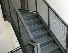 Treppengeländer mit Streckmetallfüllung