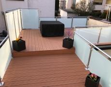 Balkon mit WPC Belag und Geländer